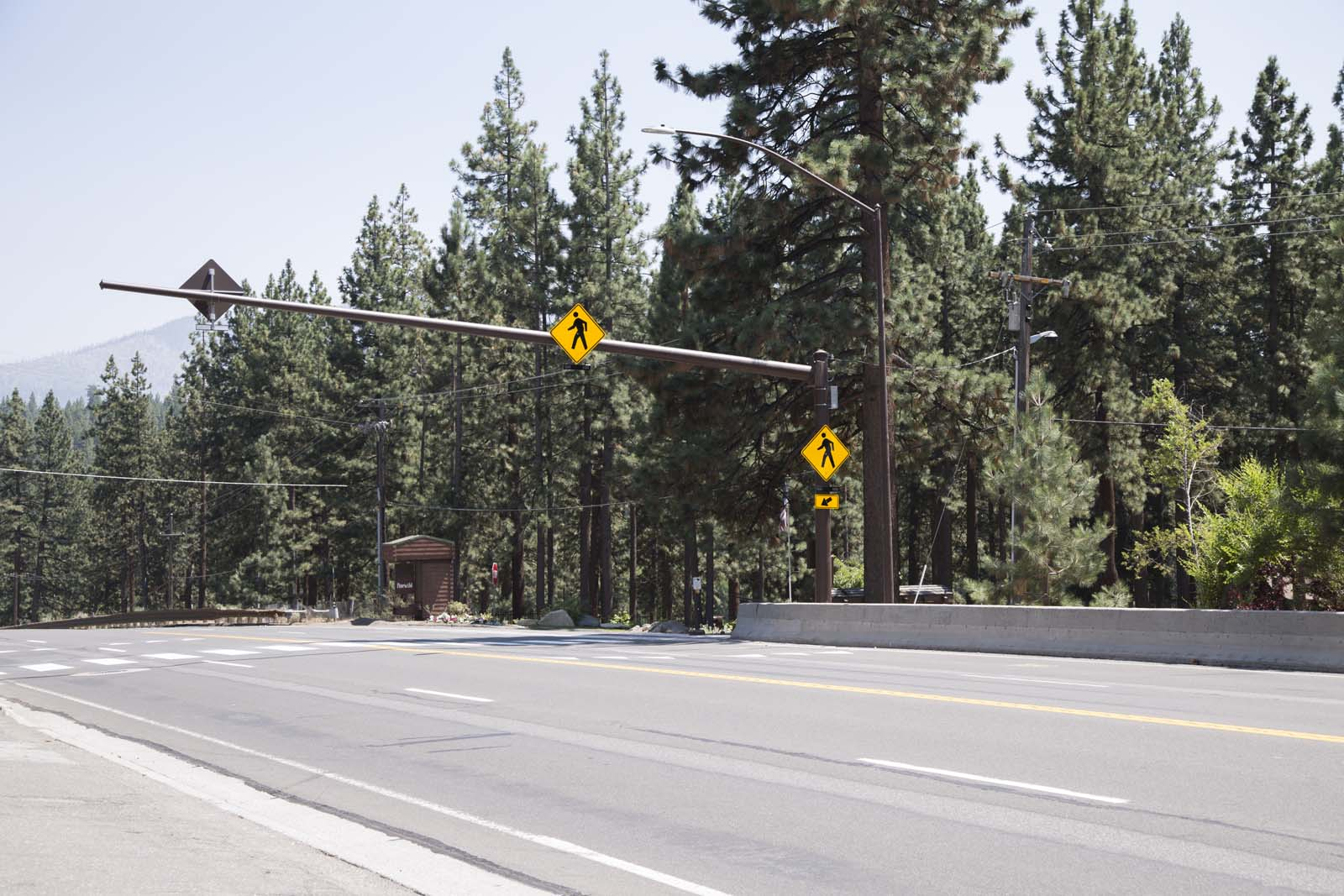 The pedestrian crossing in Lake Tahoe at Lakeview