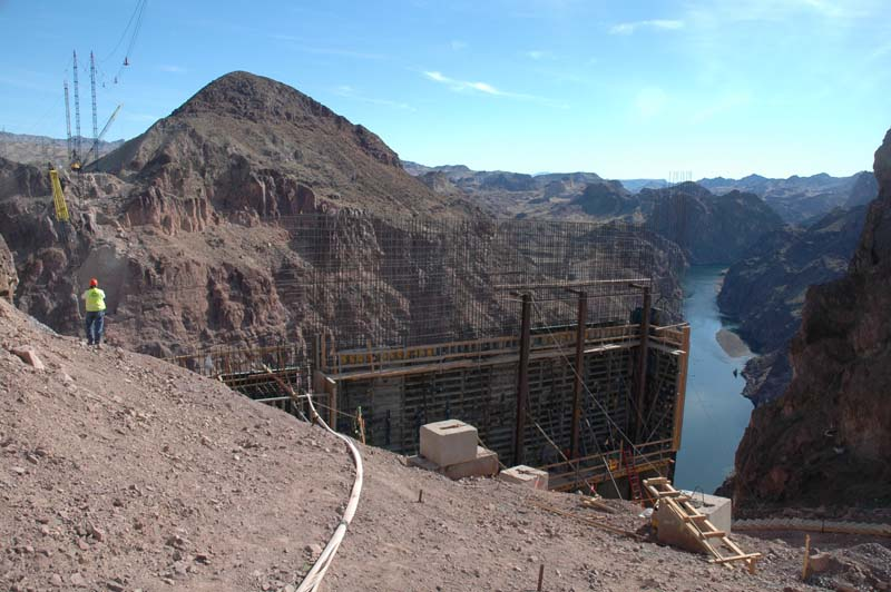 Construction of the Mike O'Callaghan-Pat Tillman Memorial Bridge February 2006